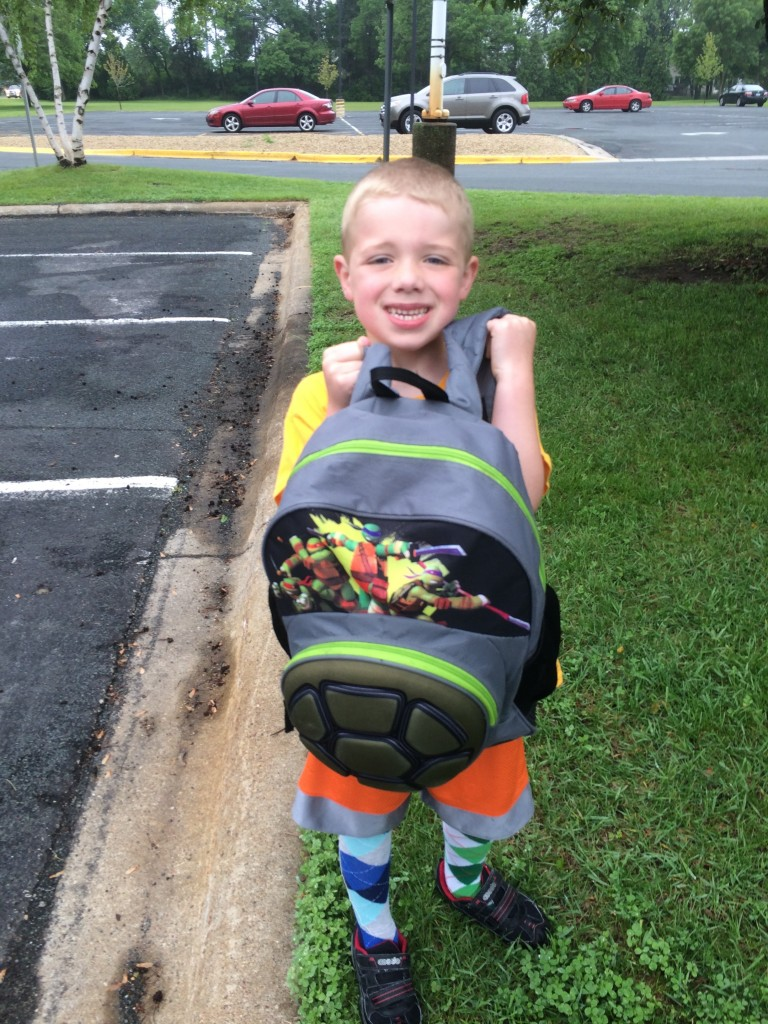Brecken last day of K picture holding his backpack.